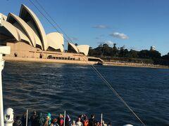 海から見るオペラハウスはとても綺麗でした