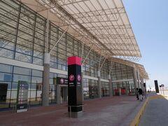 「ピスコ空港」  トイレ休憩も挟みつつ、リマから約3時間30分、ピスコ空港へ到着。