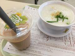 香港国際空港  フードコートでお粥とタピオカミルクティー 中華粥が大好き ザーサイが乗ってるやつが一番好きです