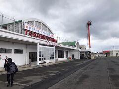 30分後の14:25に徳之島へ到着です。  こちらは沖永良部空港よりちょっとだけ大きい。