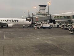 17:00に鹿児島空港に無事に到着。  今日は6フライト終了です。  明日は8フライト、大丈夫かな。 初めての経験でけっこう疲れました。  とりあえずホテルに向かう前に空港内を見学します。