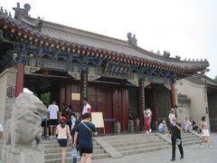 大雁塔のある大慈恩寺の入り口へ。  入場料は50元。