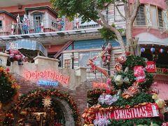 アメリカンビレッジはホテルから歩いてすぐ、暖かい沖縄でまだクリスマスの飾り付け、若者で賑わうショッピングモール。日本で無いようなアメリカンな雰囲気と夜はネオンでまた違う雰囲気です。