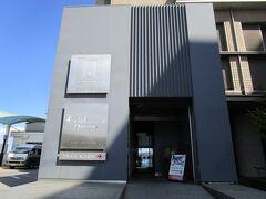 翌日は、富山から高岡へ、高岡からは無料の高速で和倉へ、和倉でいったん高速を降りて最初の目的地の辻口 博啓さんのお店「ル ミュゼ ドゥ アッシュ」へ・・・婆様がお土産を買い込んで出発。