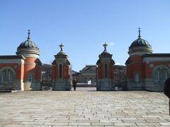 三十三間堂の向かいに京都国立博物館があります。