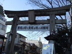 建仁寺北東側の門から出て東へ進むと安井金比羅宮があります。 有名な縁切り神社です。