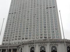オークラガーデンホテル上海。  低層階が租界時代の旧フランスクラブを改装したおしゃれなファサードです。