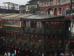 「海悦楼」からの撮影した九分の景色で有名な「阿妹茶酒館」  お店並んでますねぇ