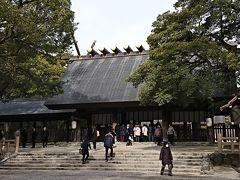 本殿に到着、お参り  @熱田神宮 「日本三大神社」の一つで、三種の神器の一つ「草薙神剣」が奉納されている神社です。
