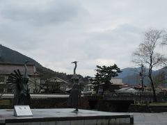 鷺舞の像 殿町通りを太鼓谷稲成神社の方へ歩いてきて、津和野大橋手間にありました。