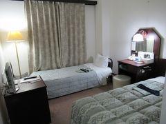 2泊目の宿、湯田温泉プラザホテル寿にチェックイン。 (シングルにエキストラベット利用のツイン)