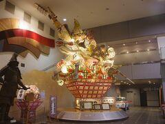 弘前市立観光館の中には、ねぷたも展示されています。 弘前には「津軽藩ねぷた村」、平川市には「ねぷた展示館」、青森には「ねぶたの家ワ・ラッセ」、五所川原市には「立佞武多の館」があります。