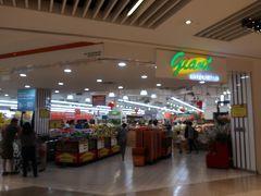 スーパーの「giant」を覗いて。写真がボケちゃっているよ~(涙)。