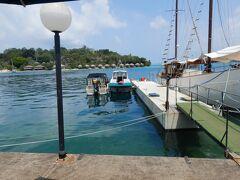 ポートビラのグランド・カジノ・ホテルに隣接した桟橋から出るボートでした。