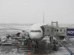 千歳空港到着です。真っ白です。