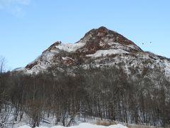 昭和新山。昭和18年の噴火活動で麦畑が隆起してできた昭和新山。 60年以上を経た今でも大地のエネルギーを体感できます。