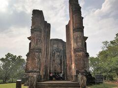 ランカティラカ。 5階建ての寺院跡です。