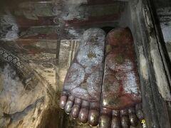 涅槃像の仏足です。
