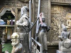 コロンボの有名なガンガマーラ寺院です。 世界各国からの像などがあります。 仏教寺院ですが、中にヒンズー寺院も併設されています。