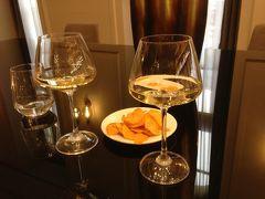 荷物も増えてきたので、いったんホテルへ戻りましょう。ホテルのラウンジでは午後になると軽いおつまみとワインをサービしてもらえましたー。イタリアで言うところの「あぺりてーぼ」ってやつですな ('ヮ' ) こういうサービスはなんだか気分が上がりますねー↑('ヮ' )↑