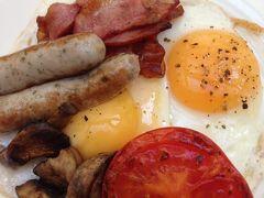 本日も恒例の朝食紹介からスタート!('ヮ' ) 焼きトマトとマッシュルームのソテーは、よそのホテルであまり見かけないレアな感じですね。