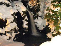 夜の白銀の滝。 対岸から撮ってみた。 ほぼ真っ暗だったので、感度を上げて撮ってみた。