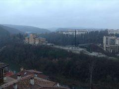 昨晩ホテルのテラスから見えた塔も見えました。 かつてこの地を「タルノヴォ」と呼び、ブルガリア帝国の首都として栄えていた頃統治していたイヴァン・アッセン王を称えて建てられたモニュメントなのだそうです。