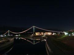 水面に映って、逆さ富士ならぬ逆さ大橋。