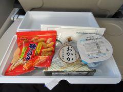 軽食だけど機内食出た。