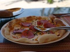 ビーチラストラン「Sands」で昼食にピザ