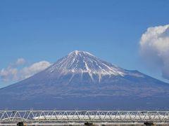 東名を下りて、次に寄ったのはここ。 富士川から、富士川橋梁を渡る新幹線を撮ります。  お天気よくて、富士山にも雲がかかっていなくてサイコー!!! 旅行記の表紙写真、こっちにしようかとも思ったのですが。。悩ましい。