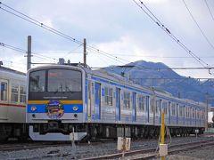 さて、気を取り直して。。 本当にたくさんの列車が停まっていて、テンションあがるぅー!!  6000系のヘッドマークに書いてあるのは、富士急ハイランドのクリスタルガーデン。 リサとガスパールの絵がかわいい♪