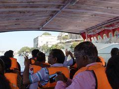 シティ・パレスの横からボートに乗って