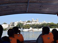 再び船でシティ・パレスに戻ります