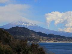 富士川橋梁からスタコラサッサとは行かず何度も道を間違え狭い山道を通ってなんとか薩埵峠に到着!  ここは旧東海道を歩くハイキングコースになっていて凄い人で人気スポットでした♪