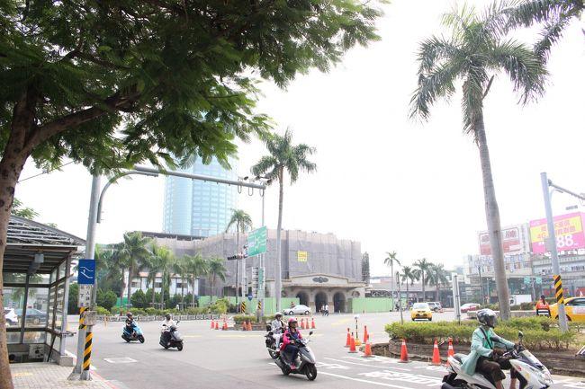 正面に見えているのが台南駅。<br /><br />日本統治時代の、東京駅風のイカす建物、なんですが。