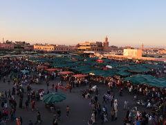 18:30 「グラン・バルコン・カフェ」からフナ広場の夕日を鑑賞