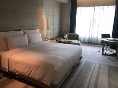 部屋に戻ると綺麗になってました。ホテルを連泊するときのこの瞬間がたまらない!