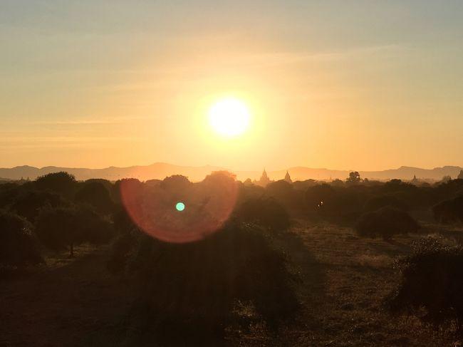 ニャンラパッド・ポンドの丘からの風景。<br />