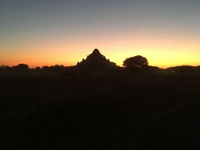 丘で夕日を拝むのも終わりかな。。。と思っていたら最後に一か所追加。<br />どうもマリオさんが撮りたかった場所らしい。<br />瞬間まで皆、付き合う。<br />なかなか幻想的。<br />私も記念に何枚か撮影。でもここで芯まで冷え切った。