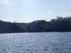 真栄田岬の沖合を通過。