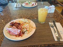 朝食が付いていたので、だいたい毎朝 こんな感じです。