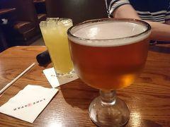夜は、予約していたローンスターへ  大きいビールを飲みました。