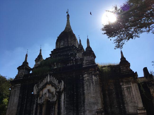4か所目。アーナンダ寺院。ここを行かずして、バガンに来た、と言うなと言われている場所。<br /><br />1090年、チャンスィッター王によって建てられた寺院。1975年の地震で壊れたが、現座は修復は終わっている。