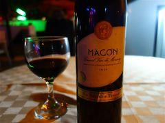 レストランでチュニジア・ワインを注文