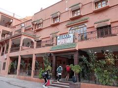 ホテル・カスバ・バレー(19:00) 砂漠ツアー1日目の宿泊は、ダデス渓谷の奥のこのホテルです。周辺に商店などはありませんでした。