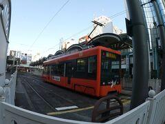 松山市駅前からも路面電車が出ています。その名も「松山市駅前駅」。なんかややこしい。  今度はコレに乗りましょう。 今回の松山市内での動きは道後温泉も含めてノープランです。 行き当たりばったり的乗り鉄。