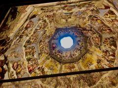 有名な天井画!これどうやって設置したんだろう...とか思いながら見入ってました。