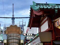 【東京スカイツリー】  仲見世から左折して、商店街に入ります。