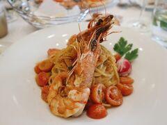 最初のランチは、フランクフルト通おすすめのカラスミパスタ!大きな海老2尾とカラスミがたっぷりかかった贅沢な一皿。
